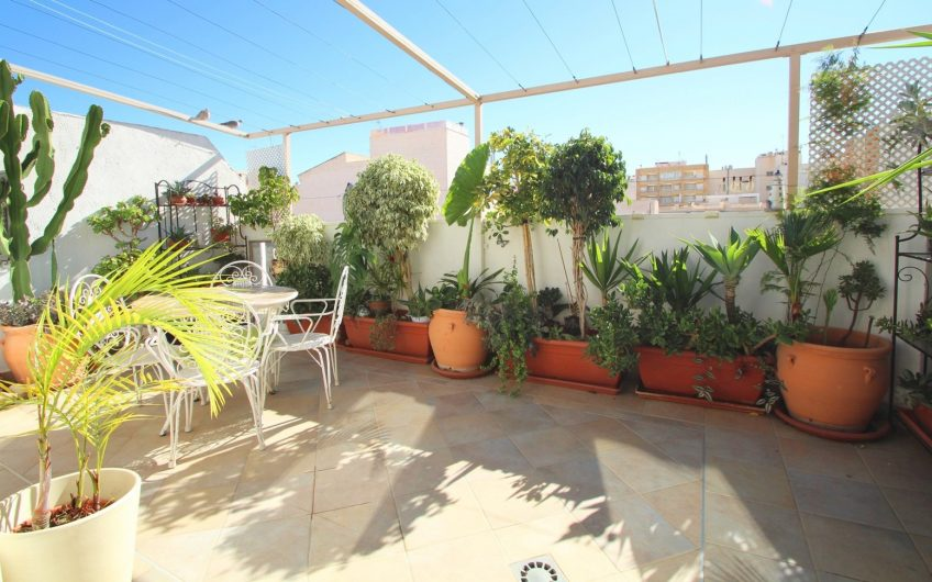 SOLGT* Nyrenovert Penthouse i Torrevieja