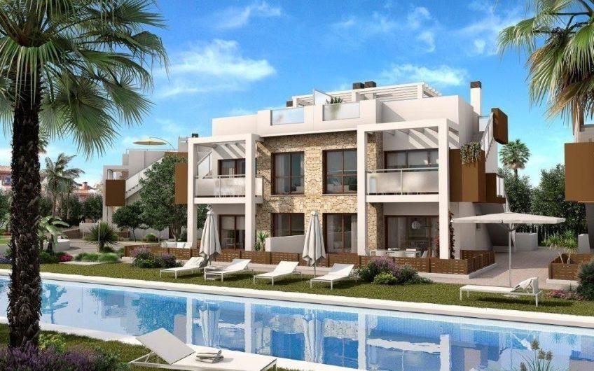 Moderne prosjekt ved Los Balcones. Flotte bungalower med store terrasser.