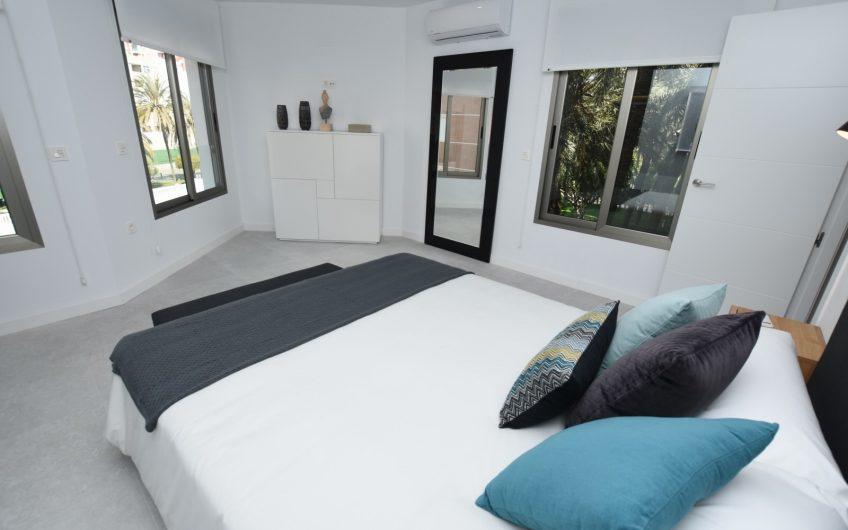 SOLGT* Luksuriøs leilighet første linje ved Los Locos stranden i Torrevieja.
