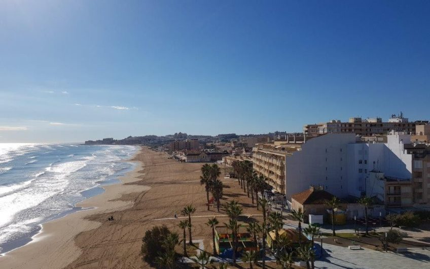Fantastisk beliggenhet. Første linje på La Mata stranden. Basseng og Jacuzzi på takterrassen.