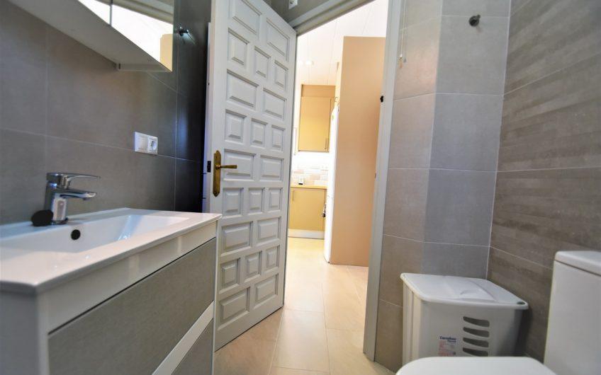 *SOLGT* Herlig villa sentralt i Torrevieja med privat basseng.
