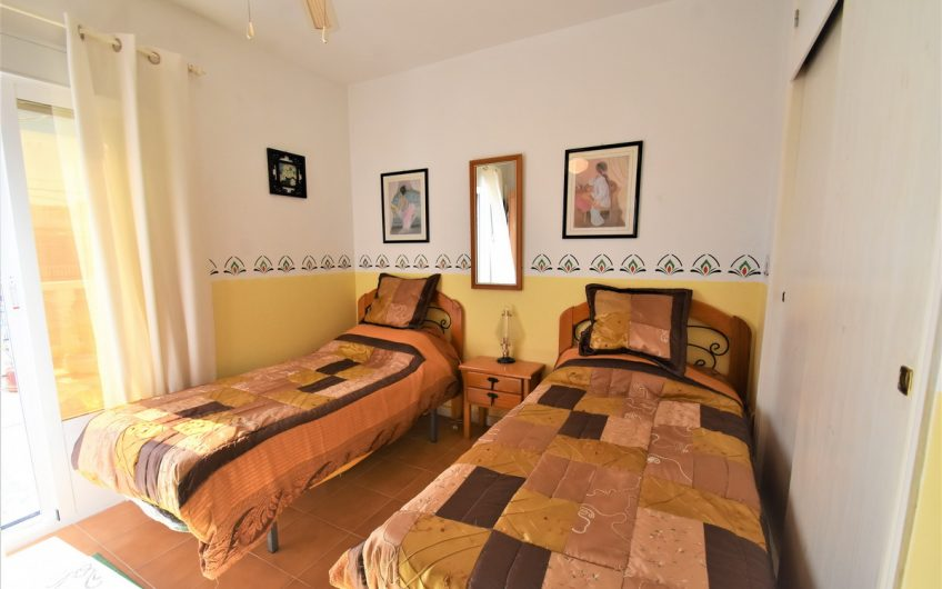 *RESERVERT* Fint rekkehus nær Torrevieja sentrum. Flott felles bassengområde.