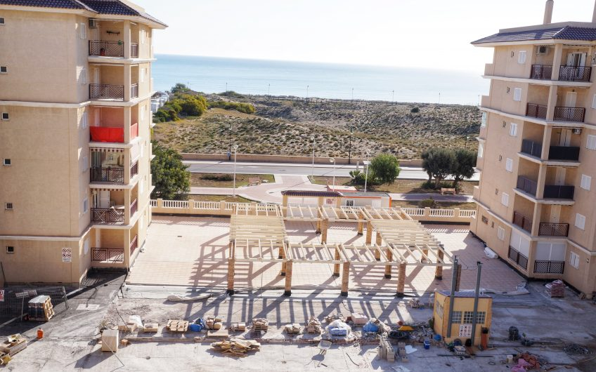 *SOLGT* Penthouse kun 300 meter fra stranden med fantastisk havutsikt