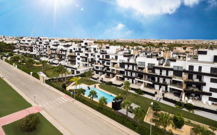 Luksuriøse Penthouser over to plan med stor terrasse og takterrasse i Villamartin med gangavstand til Zenia Bouleward.