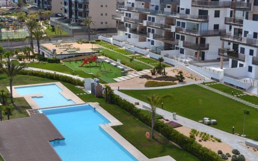 Lekre toppleiligheter med havutsikt og privat takterrasse med jacuzzi kun 200 meter fra Middelhavet.