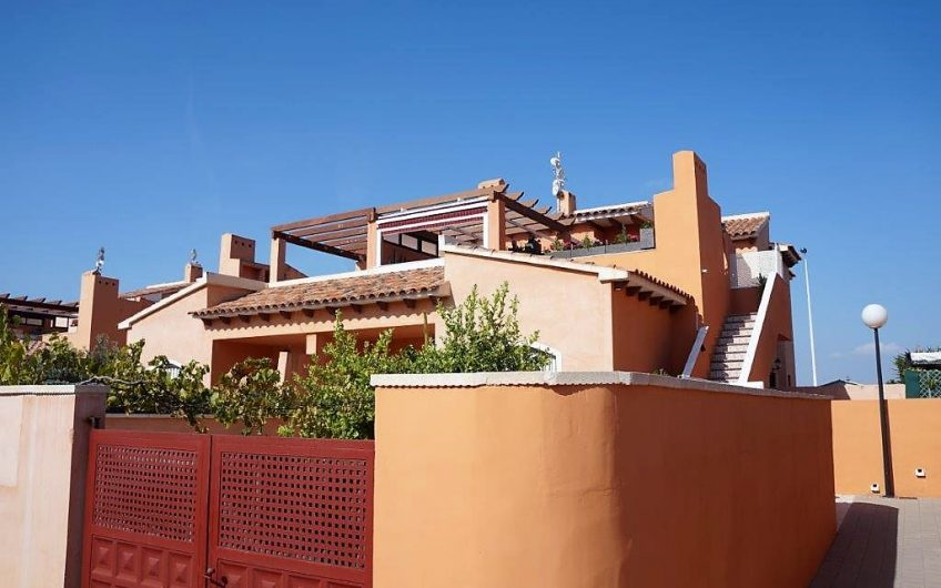 *SOLGT*Kjempefin toppleilighet med en stor terrasse i flott område.