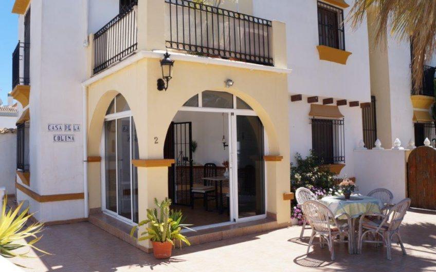 *SOLGT* Kjempefin bolig på Torreblanca i Aguas Nuevas. Nyrenovert. Stor uteplass.