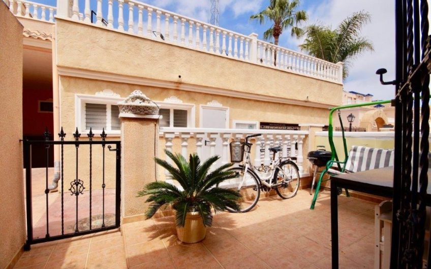 Rekkehus på hjørnetomt i Res. Vista Azul XII, Villamartín