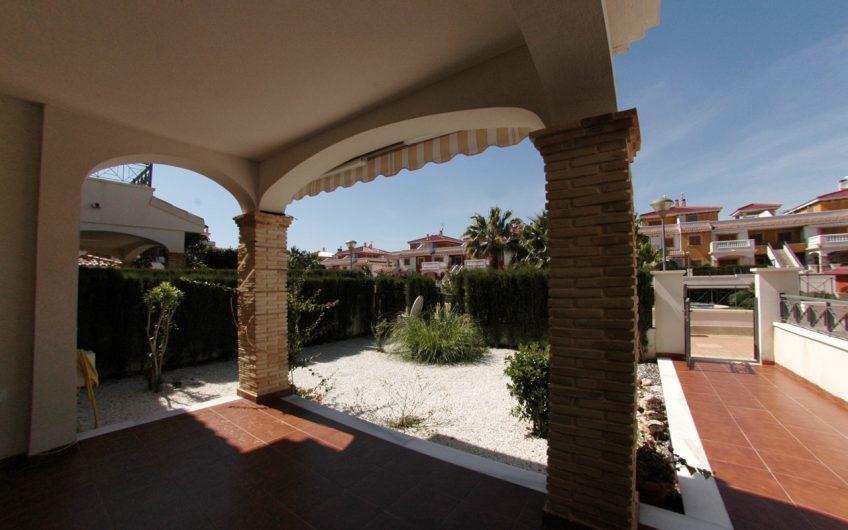 Kjempefin bolig i Zeniamar, Playa Flamenca med felles svømmebasseng og gym