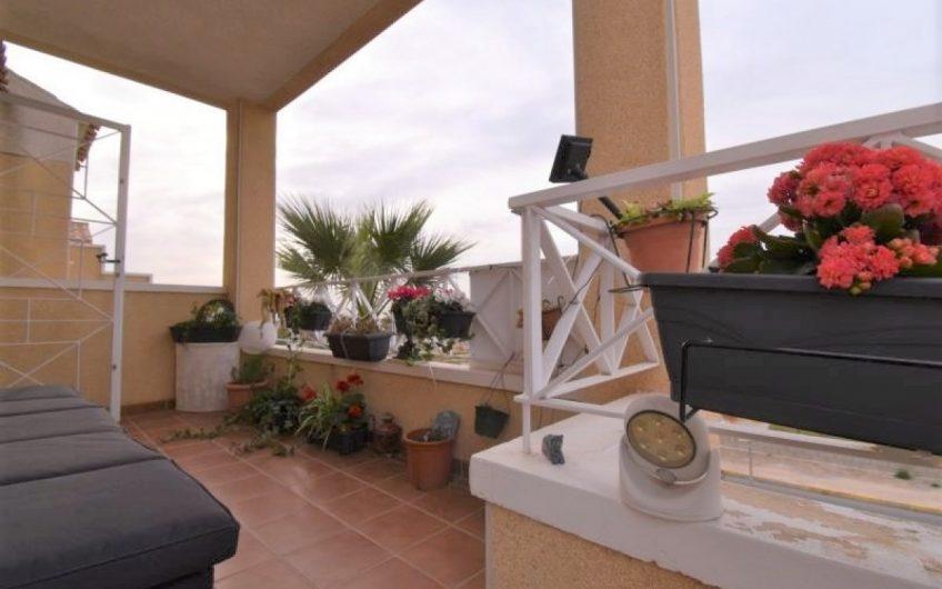 Flott hjørneleilighet med takterasse, hage og utsikt i Torreta Florida
