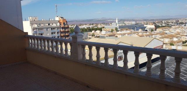 *SOLGT* Tilbake på markedet! Toppetasje i Torrevieja sentrum med stort potensiale, 35 m2 terrasse og utsikt over saltsjøen