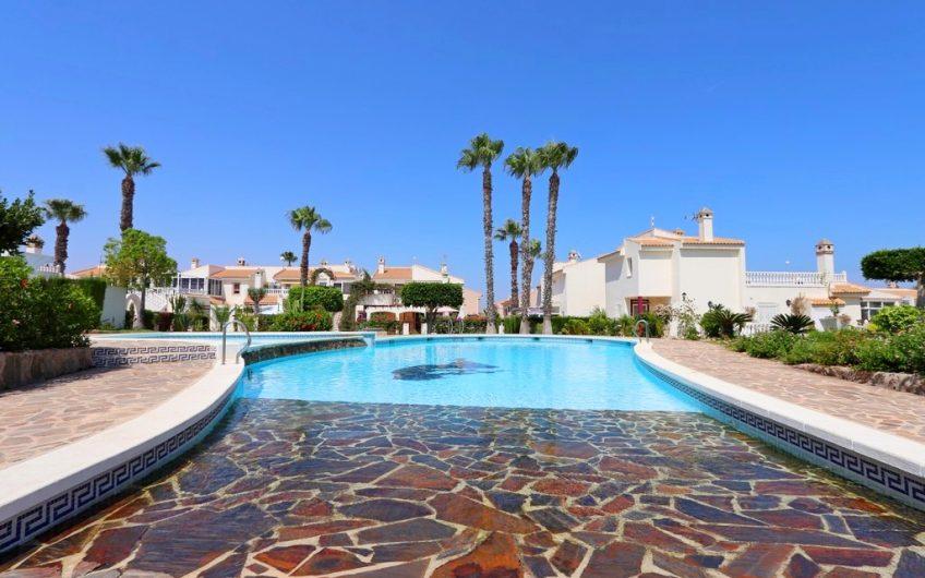 *SOLGT* Los Altos. Totalrenovert leilighet med felles bassengområde i hyggelig urbanisasjon.