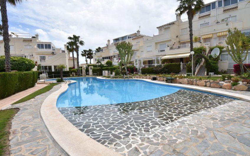 Flott leilighet med privat takterrasse med havutsikt på Playa Flamenca