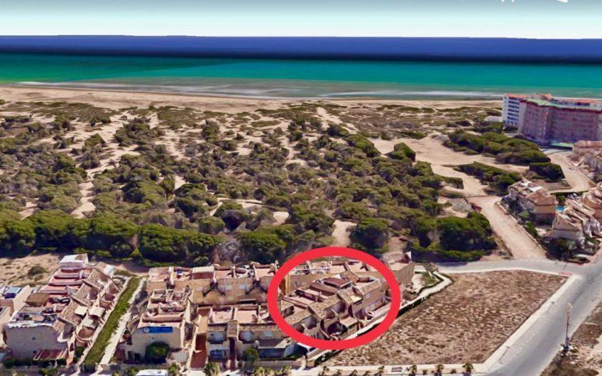 Fin toppleilighet på La Mata med stor takterasse og felles svømmebasseng
