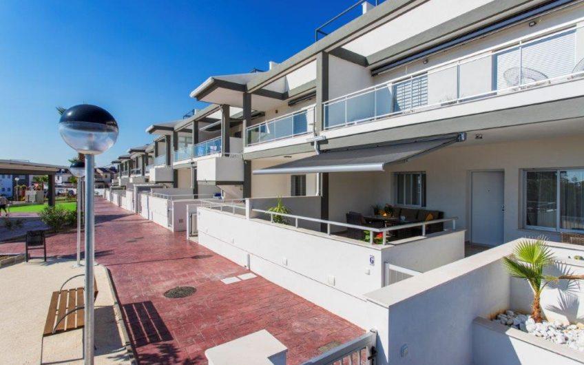 Oasis Place på La Florida. Moderne bungalower med felles bassengområde.