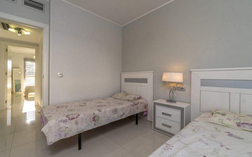 *RESERVERT* Punta Prima. Moderne leilighet med felles svømmebasseng og parkering