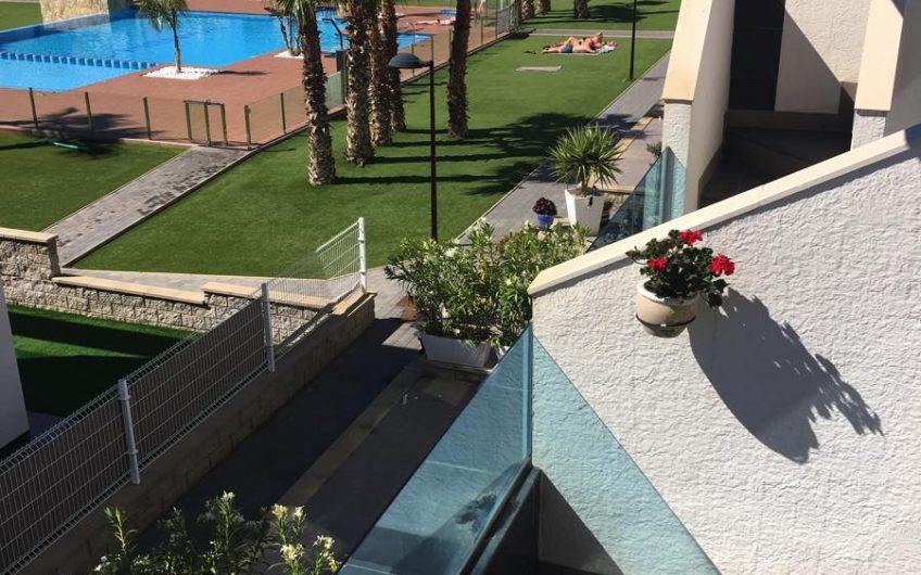 *SOLGT* Flott toppetasje med takterrasse i det populære komplekset Oasis Beach.