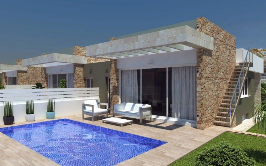 Idylliske villaer med privat basseng i Torrevieja. Flott beliggenhet med nærhet til alt