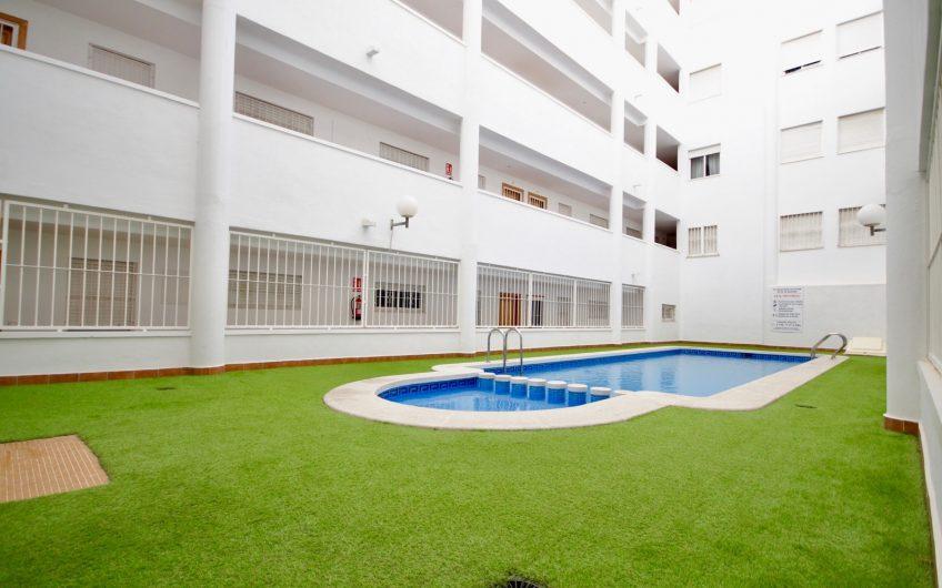 *Solgt* Torrevieja sentrum. Leilighet med felles takterrasse og svømmebasseng