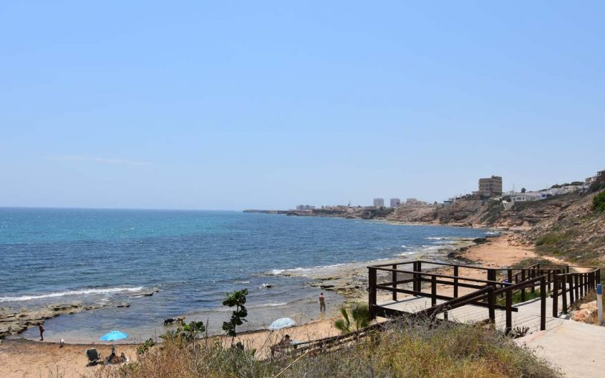 Torrevieja/ Cabo Cervera.  Leilighet på første linje med havutsikt og felles svømmebasseng.