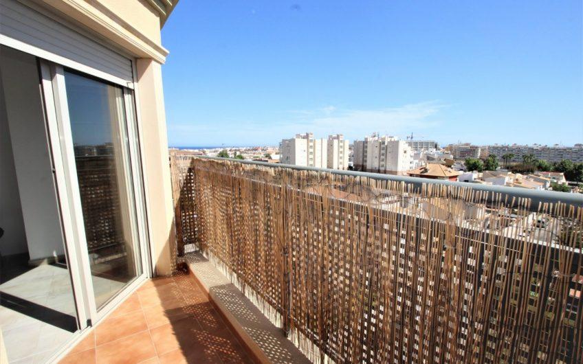 Nueva Torrevieja. Lys leilighet med terrasse