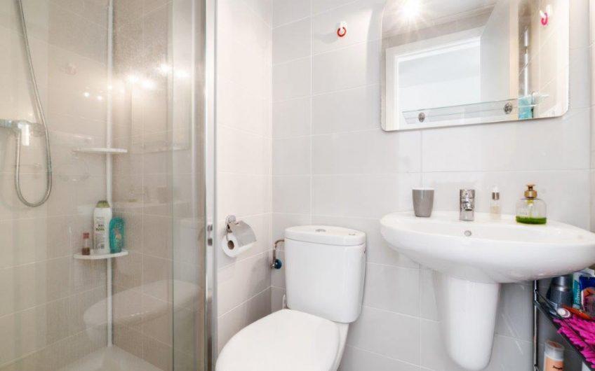 *SOLGT* Torrevieja, Aguas Nuevas. Lys, moderne leilighet med privat takterrasse og felles svømmebasseng
