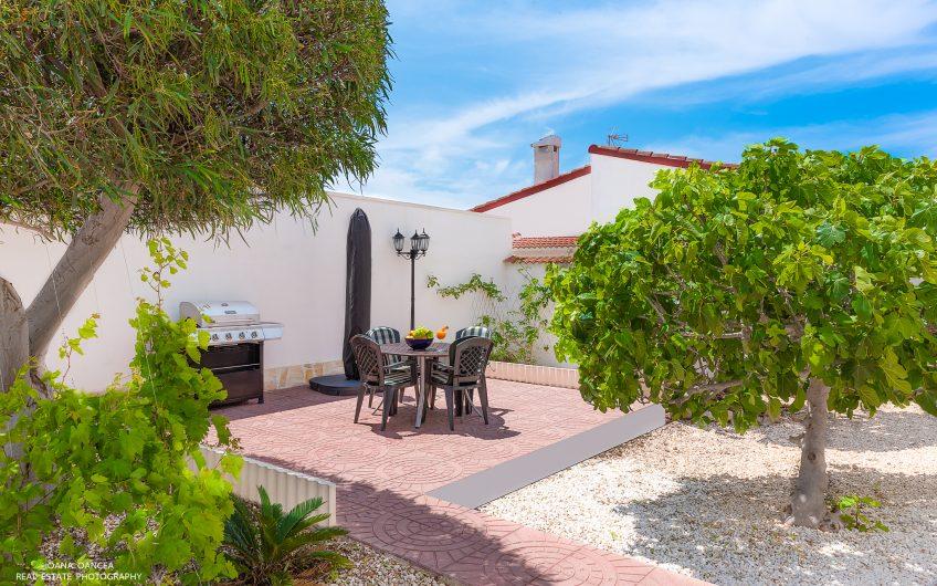 Ciudad Quesada. Sydvendt villa med privat svømmebasseng, stor hage og garasje