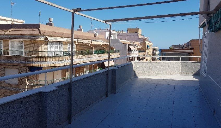 Playa del Cura, Torrevieja.  Sentral leilighet med stort potensiale og stor terrasse