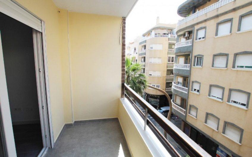 Torrevieja Sentrum. Totalrenovert, lys og moderne leilighet i hjertet av byen.