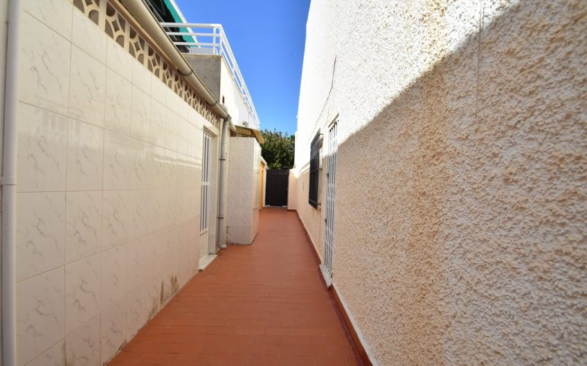 *SOLGT* Torrevieja, Playa Acequion. Fint rekkehus kun minutter fra stranden.
