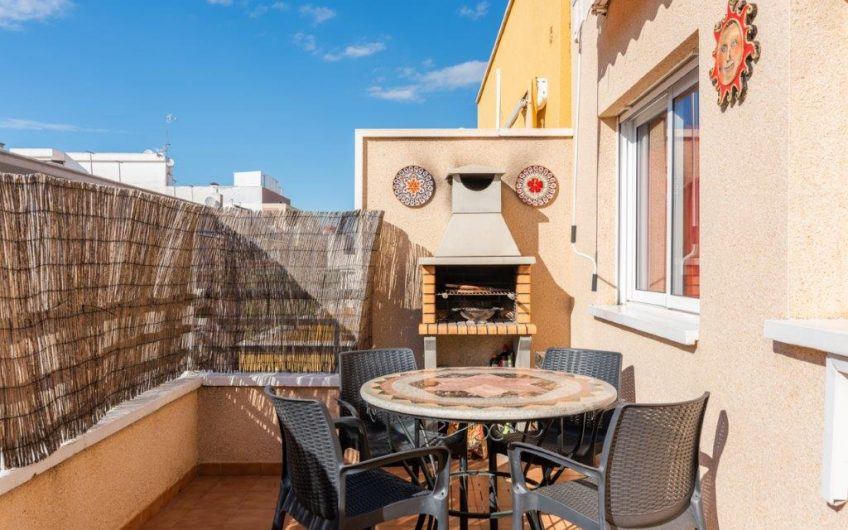 Fin nyoppusset Penthouse i Torrevieja sentrum. Stor terrasse.