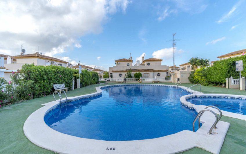 Residencial IRIA IV er et populært boligkompleks i området Playa Flamenca på Orihuela-Costa.