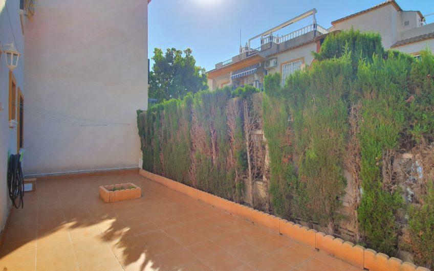 Torrevieja- Solrik Bungalow i Aguas Nuevas med stor hage.