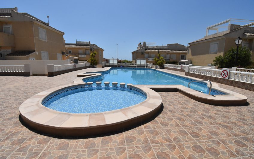 Torrevieja- Kjempefin solrik bungalow med stor terrasse.