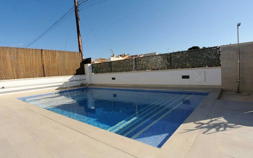 PAUSE* Kjempefin villa i La Siesta/ El Chaparral på 1 plan. Privat basseng og takterrasse.