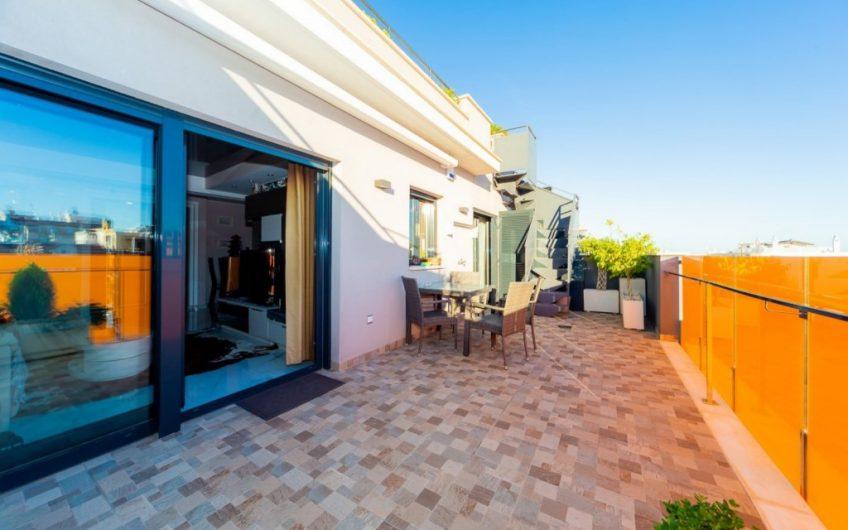 *RESERVERT* Torrevieja- Unik Penthouse med stor terrasse, privat takterrasse og felles bassengområde.