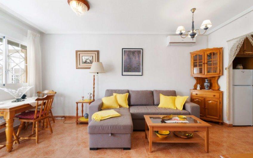 TRUKKET* Kjempefin toppetasje i hyggelig urbanisasjon med privat takterrasse og hage.