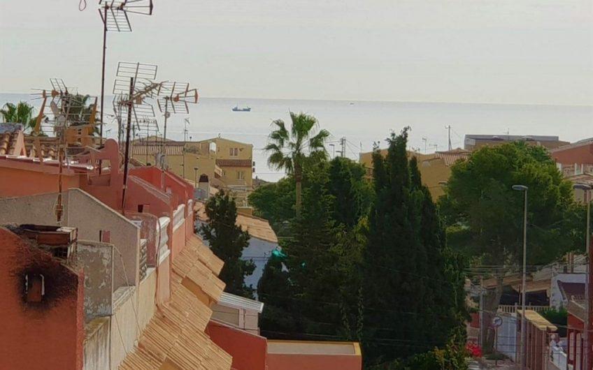 Torrevieja- Kanon fin Penthouse i Los Frutales/ La Rosaleda med 70 m2 terrasse. 400 meter til havet.