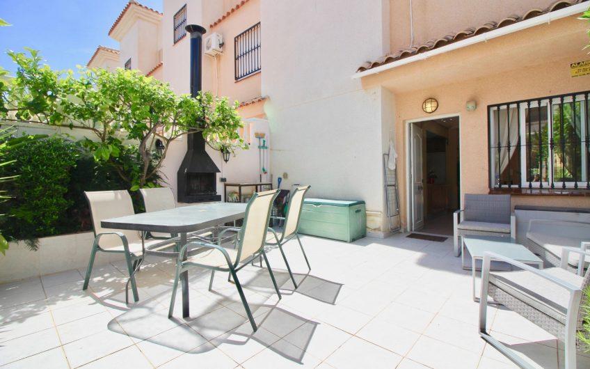 Kjempefint rekkehus på Los Altos/ Punta Prima med 3 soverom.