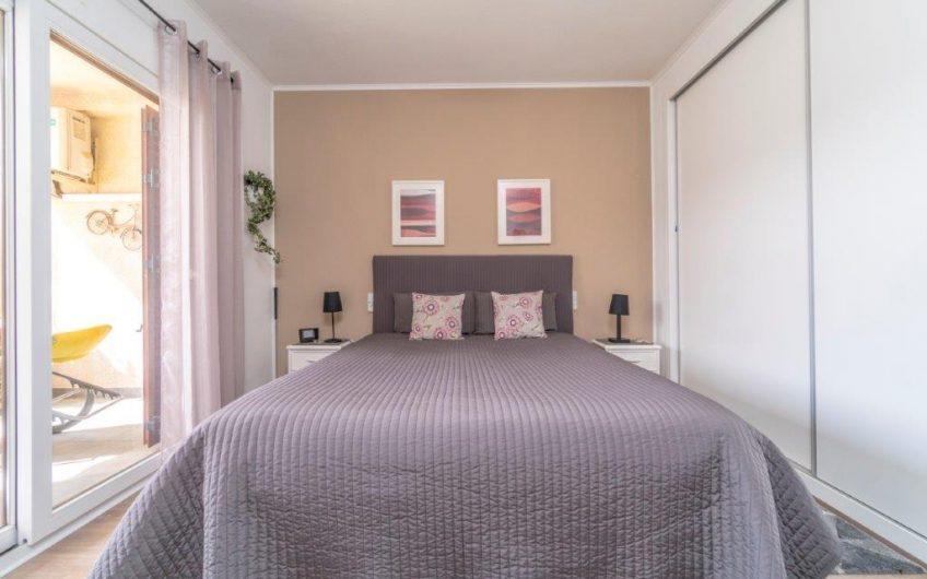 Herlig Duplex leilighet med 3 terrasser og takterrasse. Kun 150 meter fra Los Locos stranden.