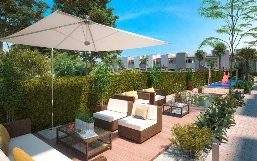 La Isla II. Knallfine leiligheter i Torrevieja. Bakkeplan med hage eller toppetasje med takterrasse.
