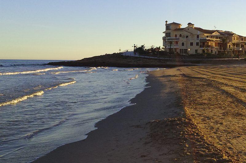 En liten Oase på Villamartín. Luksuriøse innflytningsklare leiligheter med store terrasser. Kort avstand til golfbanen og La Zenia stranden