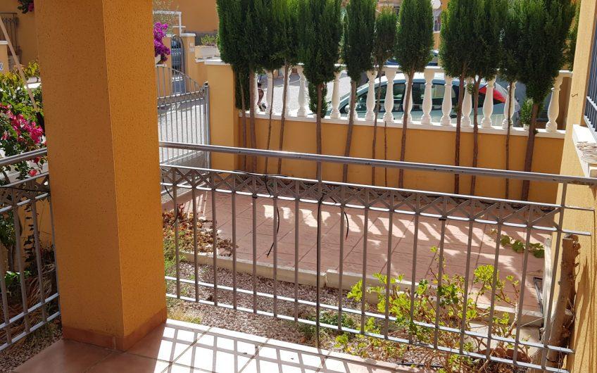 Fint rekkehus i Torrevieja. 3 soverom, 2 bad, felles bassengområde.