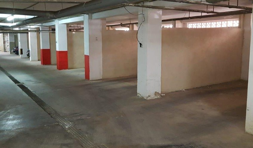 Fin leilighet med stort potensiale ved Los Locos stranden. Inkludert garasje.