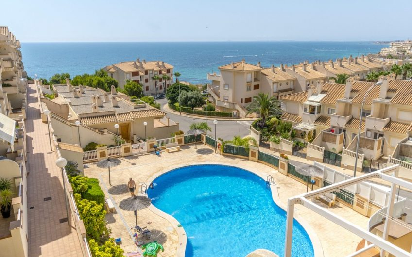 Leilighet med havutsikt på Cabo Roig. 3 soverom og 2 bad.