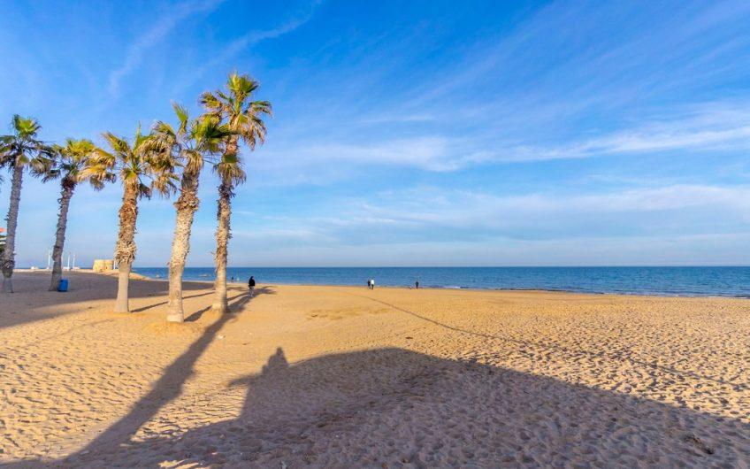 Knallfin leilighet i første linje på La Mata-stranden. Stor terrasse og fantastisk utsikt.
