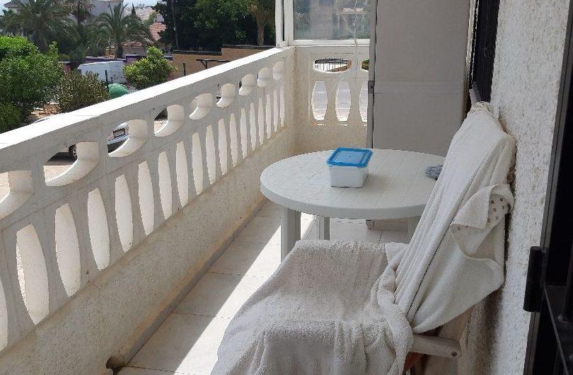 Koselig leilighet i Torreblanca med havutsikt. Et veldig ettertraktet område kun 750 meter til La Mata stranden.