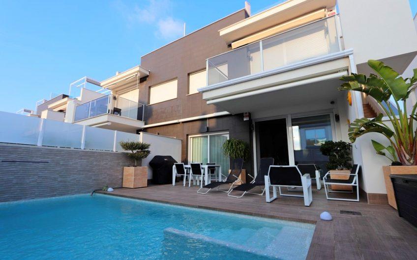 Moderne bungalow i Torreta Florida. 3 soverom. Privat basseng. 880 meter til stranden.