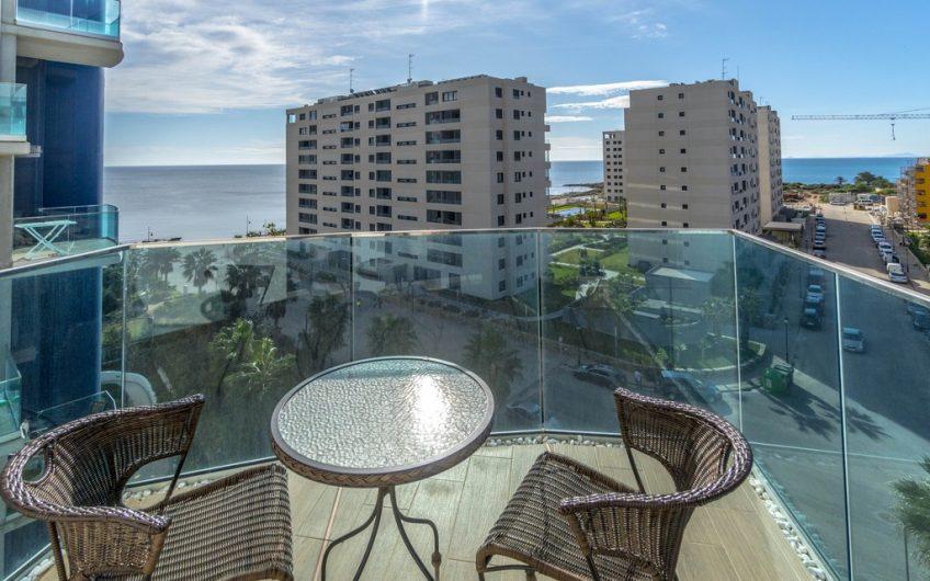 Leilighet ved strandpromenaden, i et prestisjefylt boligområde kalt Sea Senses på Punta Prima.