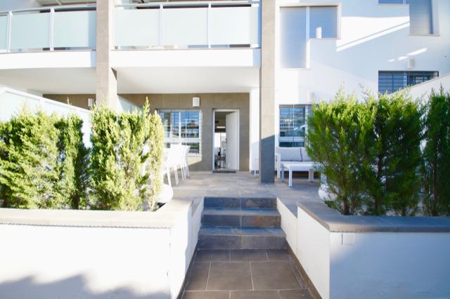 Kjempefin leilighet i Res. Amay Quinto på Punta Prima. Stor uteplass.